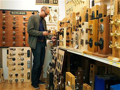 dan-shopping-for-doorknobs