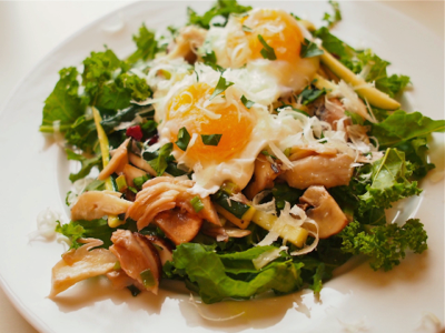 kitchenette-eggs-over-salad