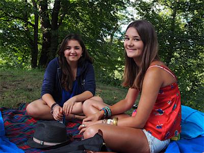 julianna-and-saoirse-at-picnic