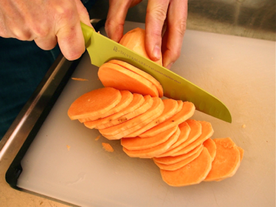 cutting-sweet-potatoes