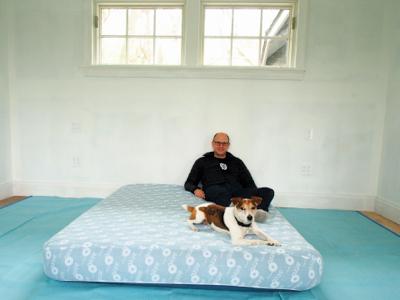 dan-and-jack-try-air-mattress